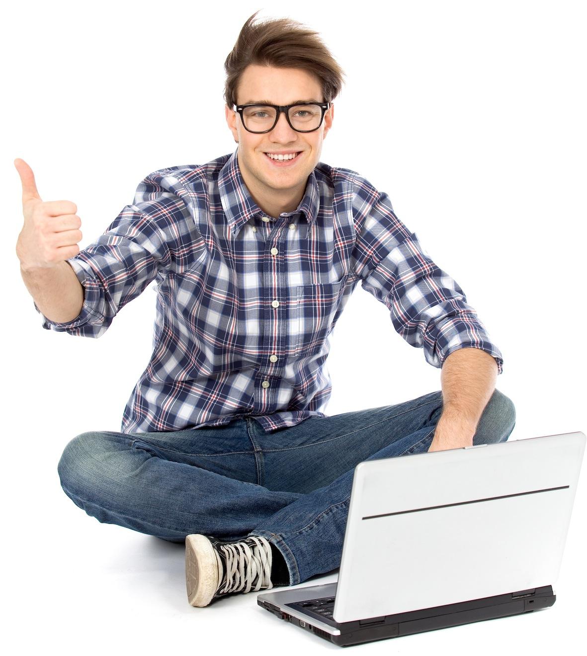 Довольный парень ищет вакансии